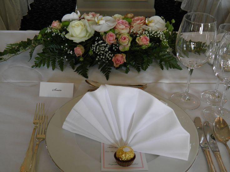 Wedding, table setting, table decorations, wedding reception, Summer, spring, fall, winter, beautiful, historic building, wedding decoration, wedding ideas. Hotell Refsnes Gods