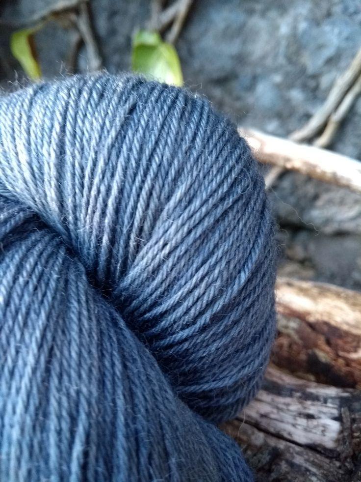 sock yarn logwood hand dyed yarn plant natural teinture végétale naturelle bois de campêche laine teine main irlande (2)