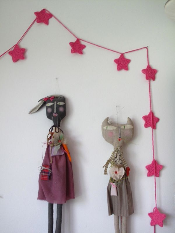 pink stars garland.... and these dolls!