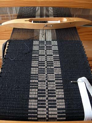 Traslöpare (textile) on the loom by Swedish weaver Desiree. Last name unknown. Lovely work. via hemvävt