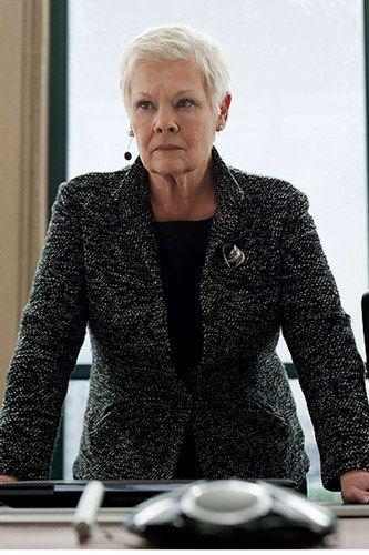 Ok, ce n'est pas une James Bond Girl dans le vrai sens du terme, mais Judi Dench est définitivement notre coup de coeur.    Judi Dench est M dans Skyfall en 2012.