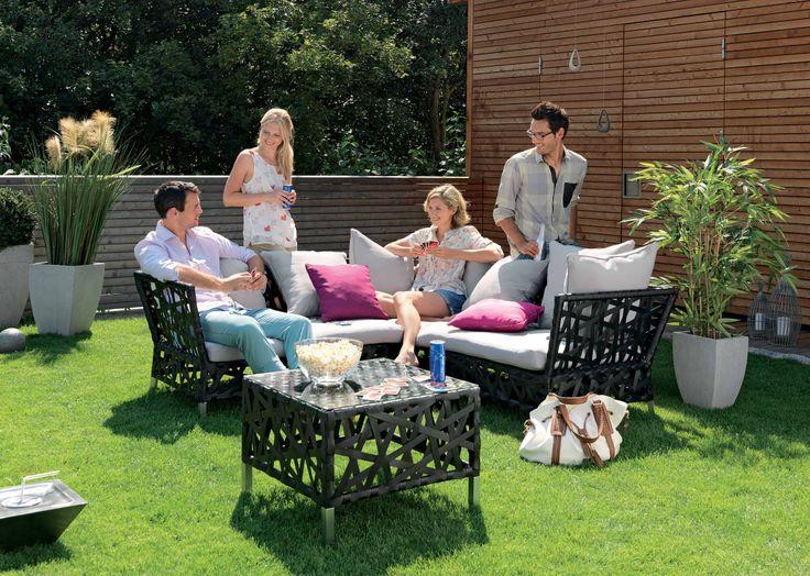 Petreceti o zi frumoasa impreuna cu prietenii. Set gradină Trend 3 piese, 2.999 lei #kikaromania #gradina #mobilier #fier #prieteni