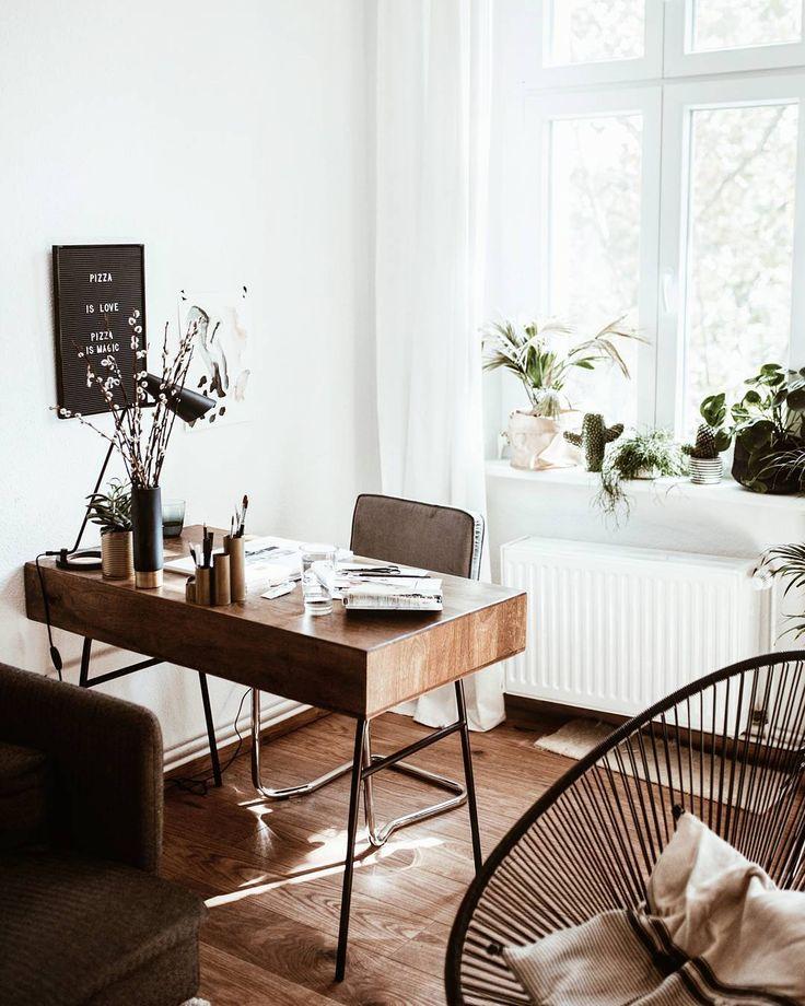 Desk. (@bekleidet on Instagram)