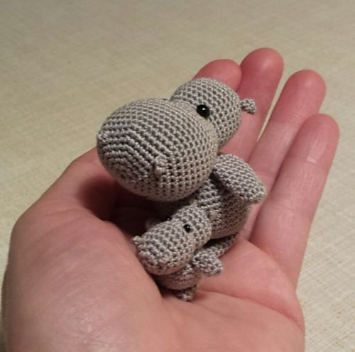 FREE Ravelry: Mama - Nilpferd / Mama - Hippo pattern by Conni Hartig, awwwwww thanks so! xox ☆ ★ https://www.pinterest.com/peacefuldoves/