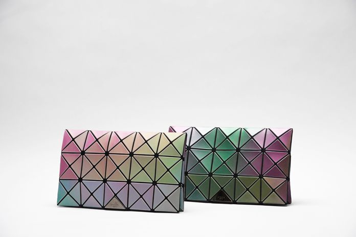 ISSEY MIYAKE INC. | ニュース : アーカイブス | BAO BAO ISSEY MIYAKE: 伊勢丹新宿店 別注アイテムのご案内 I'm in love with these iridescent bags!