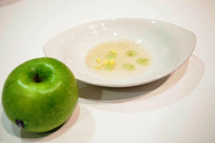 """RICETTE d'AUTORE. """"Acqua, olio, polpa di mela e liquirizia"""" dello chef Luigi Taglienti"""