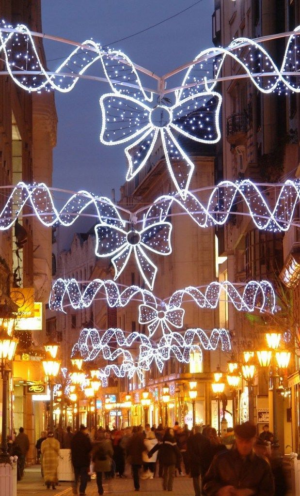 christmas-markets-in-budapest-hungary-619x1024