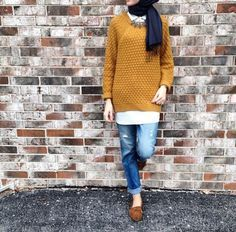 My kinda fashion - jeans, moccasins, oversize sweater, contrast color scarf