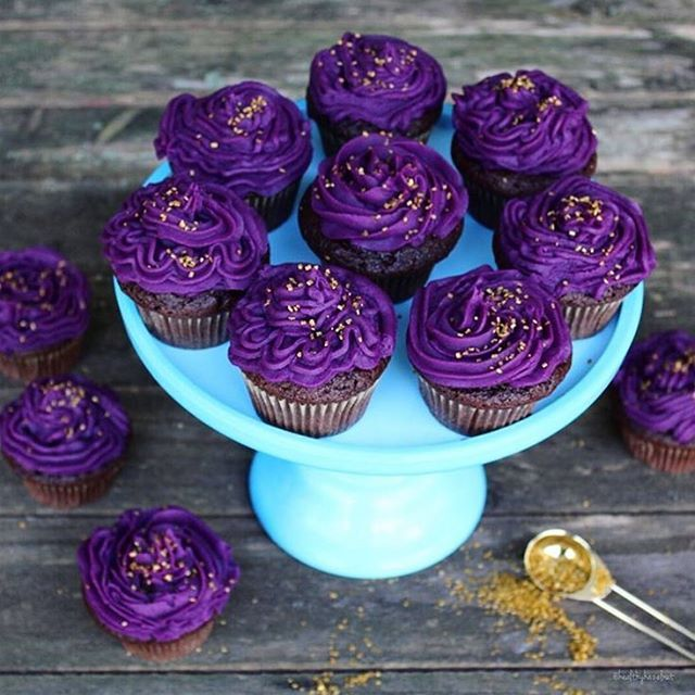 Buon weekend! Cupcakes vegani con glassa di patate dolci viola 💜#MCLove4breakfast #VeganCupcakes #HealtyFood #VeganLove Repost: @thehealthyhazelnut
