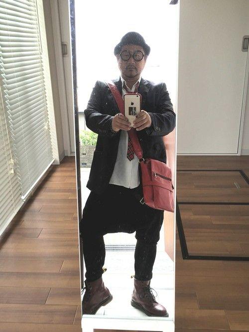今日は新人歓迎会で正装です‼️ 赤×黒のコーデは好きな配色です‼️ 今日の為に日サロ通いしましたが