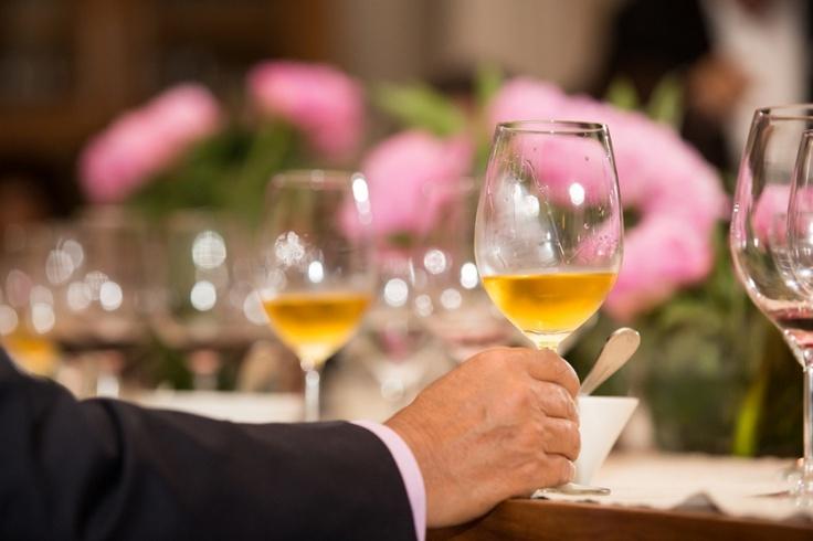 Uma das maneiras mais deliciosas de terminar uma refeição é com a sobremesa... Eu, particularmente, não dispenso nunca! Ainda mais se tiver vinhos envolvidos (alguns acompanham os doces, outros substituem a própria sobremesa).   Enteda:  http://www.sonoma.com.br/seja-um-craque-itens/item/214-saiba-tudo-sobre-vinhos-de-sobremesa?utm_source=pint_vinhosobremesa_campaign=pint_vinhosobremesa