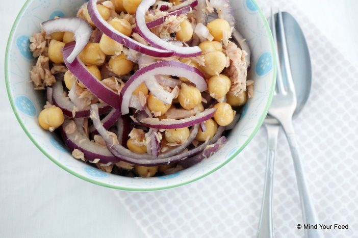 Back, back in the days, toen ik nog regelmatig in Italië kwam, was de salade van witte bonen, tonijn en rode ui echt mijn favoriete gerecht. Ja, natuurlijk was (en ben) ik ook gek op de heerlijke pasta's, maar de salade met tonijn kon ik echt nooit weerstaan…. Toen ik laatst een pot kikkererwten openLees meer