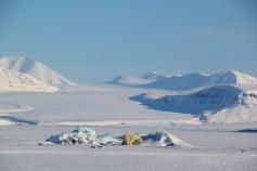 De omgeving van het #Noorderlicht IJshotel in #Spitsbergen.