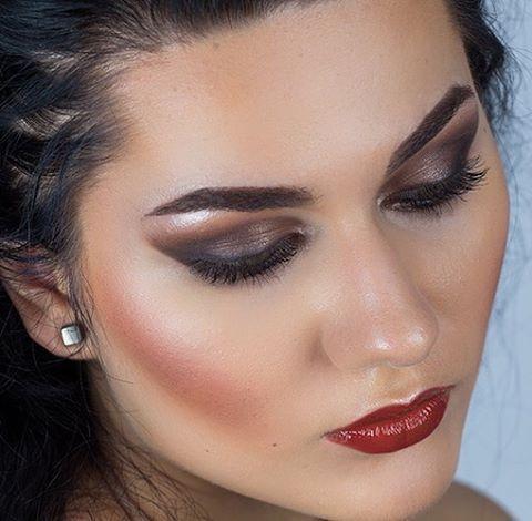 Make-up for model lookbook #makeupbyme #makeupaddict #model #lookbook #portrait #urbandecay #nakedpalette #maccosmetics #anastasiabeverlyhills #contourkit @catalintutunaruphoto