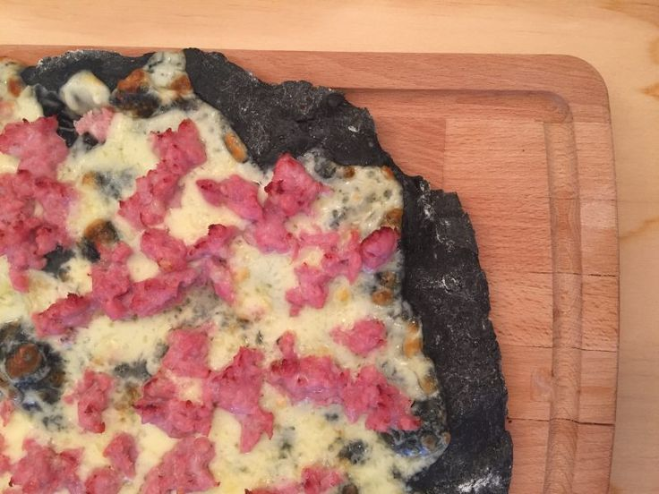 #pizza al #carbone vegetale