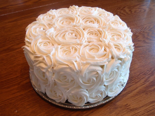 White Rosette Cake! Classic! Simple! Beautiful! I'm pretty sure I can do this. I'm going to try it on the cupcakes I made