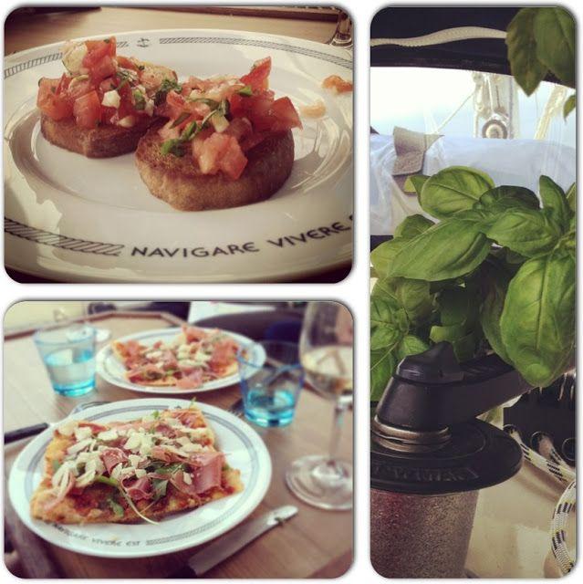 Food #onboard #basilica #bruschetta #pizza #italiana con #prosciutto, #rucola y #parmegiano