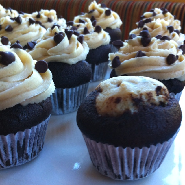 Cookie dough cupcakes! Dense chocolate cupcake with eggless cookie ...