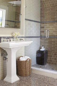 View This Great Traditional Bathroom With Frameless Showerdoor Pedestal Sink By Urrutia Design Discover Browse Thousands Of Other Home Design Ideas On