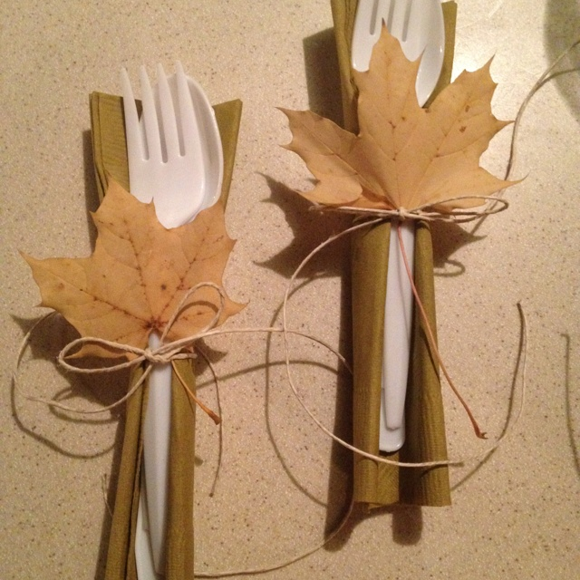 Easy thanksgiving table decor--way to dress up that plastic silverware!