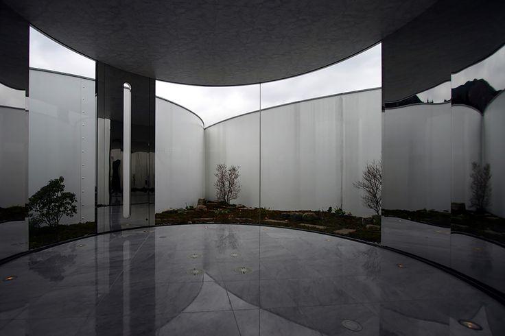 555685ede58eceb4c8000035_tomihiro-art-museum-aat-makoto-yokomizo_windguardroom.jpg (2000×1334)