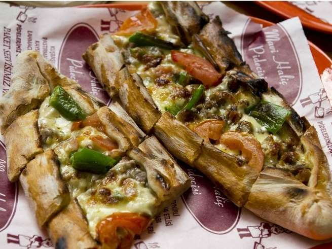 7 Amazing Turkish Street Foods To Stuff Your Face (Besides Kebabs): Pide