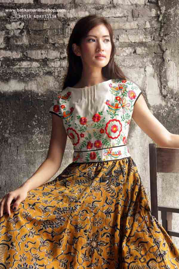 Batik Amarillis made in Indonesia   ...This is When Traditional Indonesia's textile : Tenun batik gedog Tuban meets Hungarian embroidery ...
