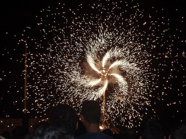 Una girandola di fuochi d'artificio