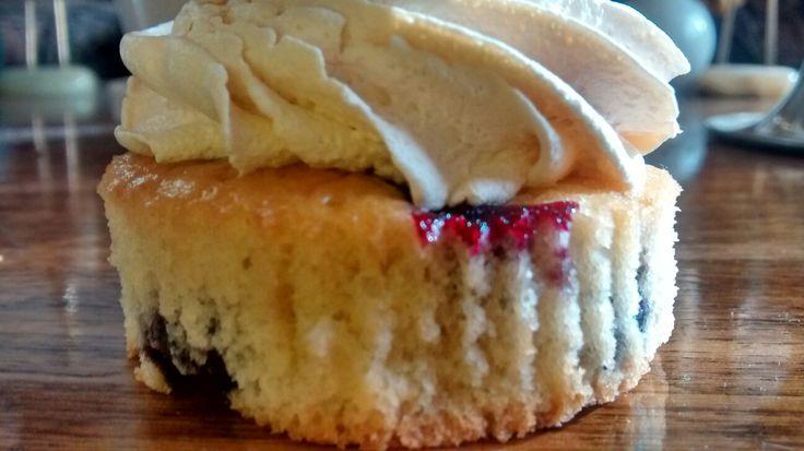 Cupcakes de bizcocho arándano y crema de manjar