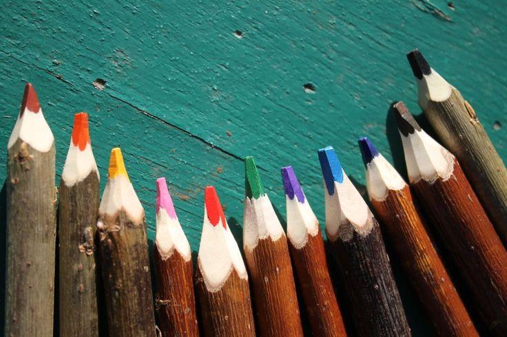 """11 crayons de couleur aquarellables - Crayons 24 cm via L'Atelier du crayon. Click on the image to see more! crayons de couleur nature et doux en branche d'osier qualité """"beaux arts"""""""