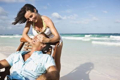 How to Plan a Cheap Romantic Weekend Getaway thumbnail