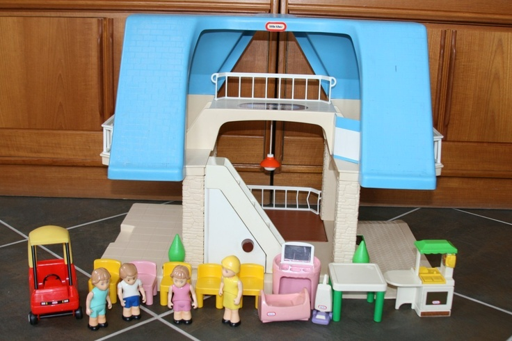 Vintage little tikes doll house dollhouse blue roof for Classic house list 90s