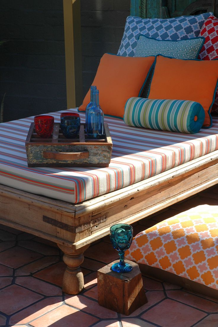 Colorful outdoor fabrics and glassware #GardenDecoration