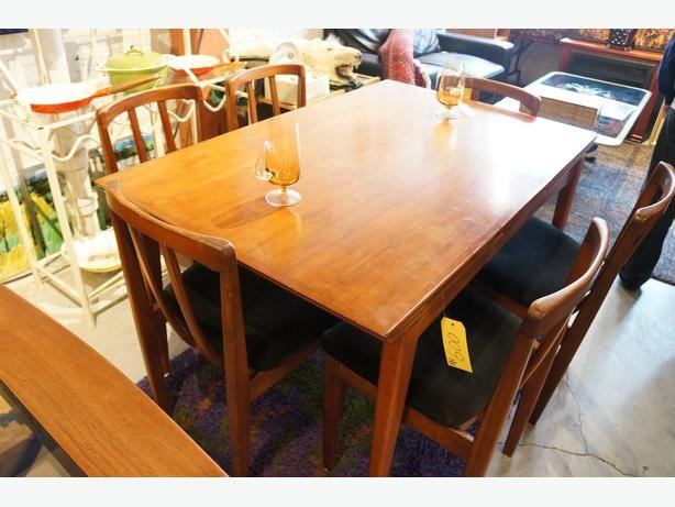 MID CENTURY MODERN TEAK DRAW LEAF DINING ROOM TABLE  (I-52169)