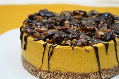 Docemente Raw: Abóbora Cheesecake com pegajosos caramelo nozes-pecã