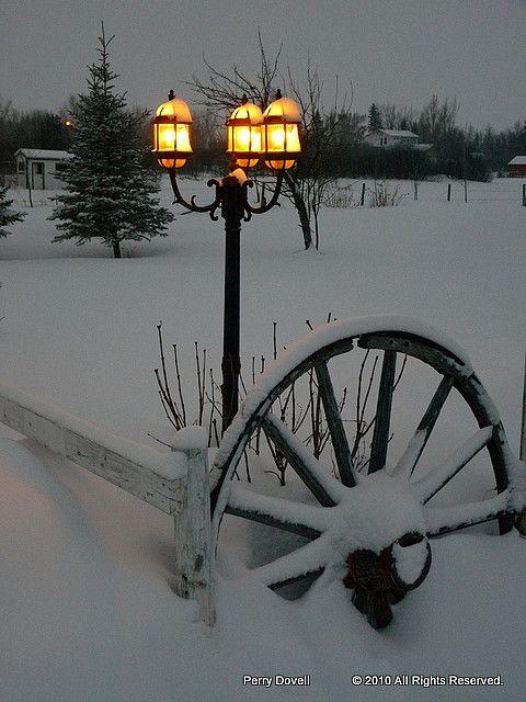 Wagon wheel, snow