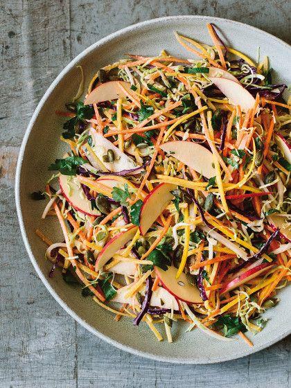 Im Sommer essen wir am liebsten Salate. Aber man macht sich immer nur die gleichen Varianten. Für mehr Abwechslung kommen hier unsere Top 3 Sommersalatrezepte.