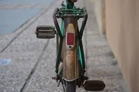 La bici d'una paisana que pesca chicharrinos en Lluanco