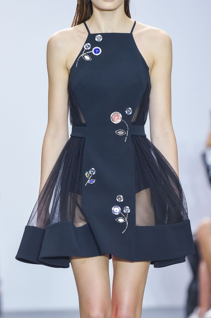 Best 25+ Runway fashion ideas on Pinterest   Runway, Runway ...