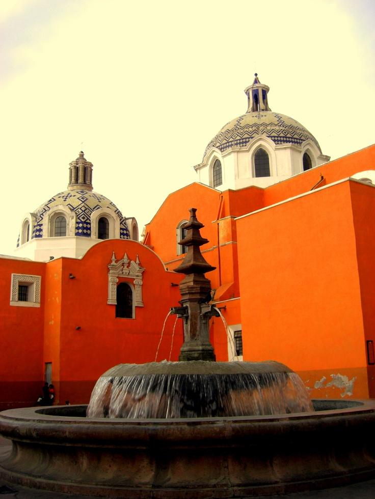 Paisajes coloridos e increíbles construcciones arquitectónicas en #Tlaxcala, uno de los pueblos coloniales del centro de #Mexico.