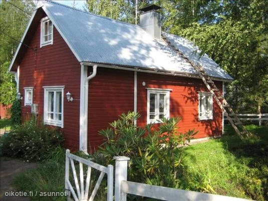 Lovely red cottage / Punainen mummonmökki Typical colour of an old Finnish house.
