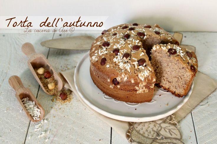 Torta dell'autunno un dolce con nocciole e farina di castagne soffice e delicata per una merenda squisita e una colazione ancor migliore!