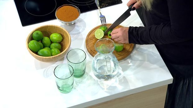 Wunderwasser mit Zitrone: Entschlackt, engiftet, lässt Pfunde purzeln! - Frühstücksfernsehen - Sat.1