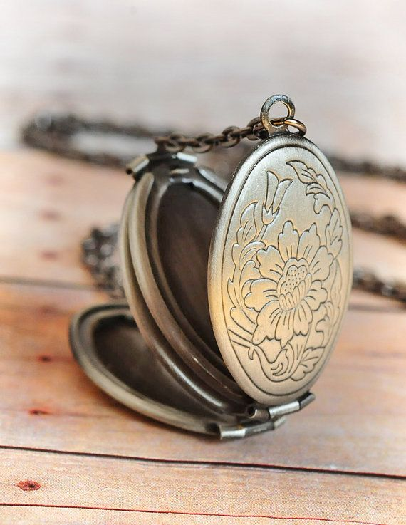 Bouquet Locket, Four Photo, Locket Necklace by Limonbijoux Remember your loved ones!