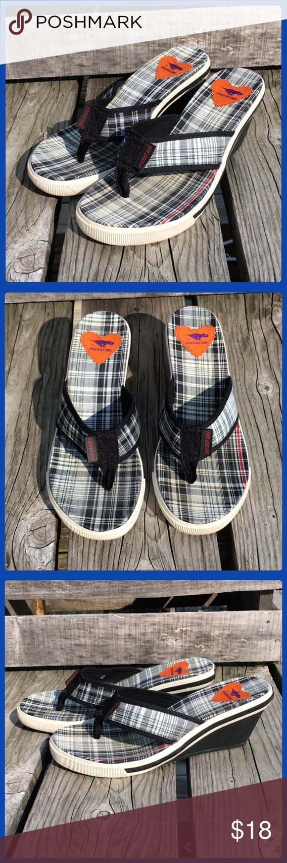 🆕List! Rocket Dog Plaid Thong Wedges! EUC! Fun plaid wedge by Rocket Dog! Size 7. Great condition! Rocket Dog Shoes Wedges