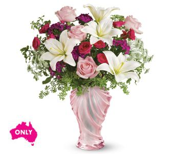 If You Are Looking For A Truly Unforgettable Gift Someone Special Have Found It Our Love Sculpted Glass Vase Hand Arranged With Light Pink Roses