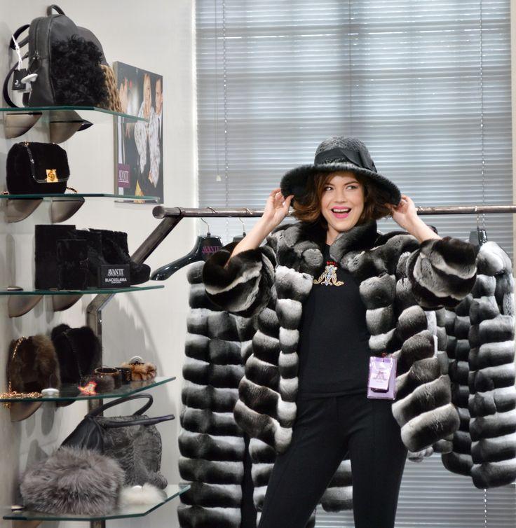 Shopping in Avanti Furs #furs #shopping #kastoria #chinchilla #greekfurs #buyonline #eshop #coat #jacket #fashion #woman #newcollection