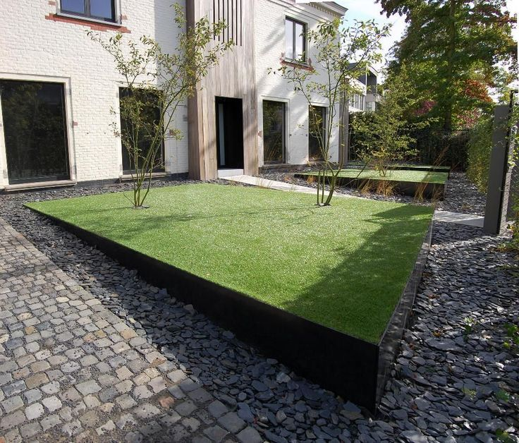 Modern Or Rustic Front Landscape Design: Lawn In Corten Steel Raised Bed