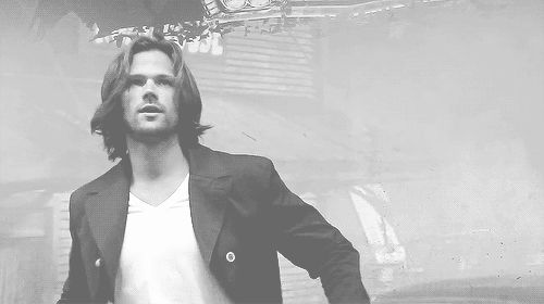 (gif) Jared goes to take his jacket off and is assaulted with screams/whistles/fainting fan girls. His reaction is priceless... but seriously, what did he expect?
