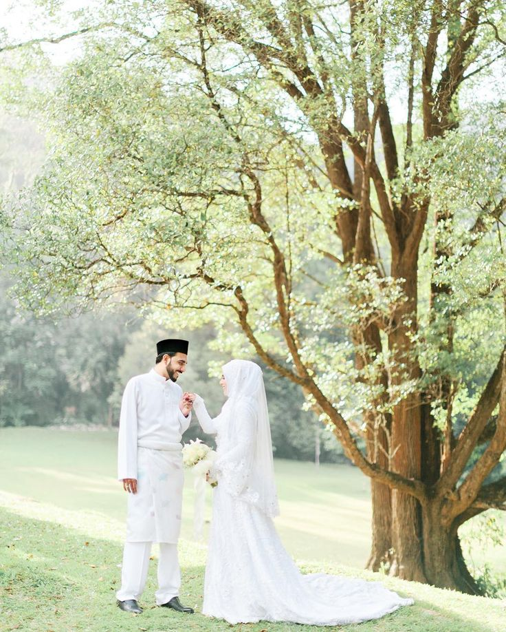 """""""True love is one that remains steady through the test of time, although tattered and torn from the fight, it's still graceful either way."""" #farhanasheikhwedding . Photo by @zulilias . #theleiora #weddingphotography #malaywedding #penangwedding #malayweddingguide"""